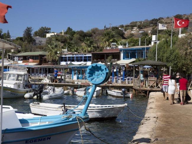Flera svenska kändisar har köpt sommarhus i turkiska byn Gümüslük.