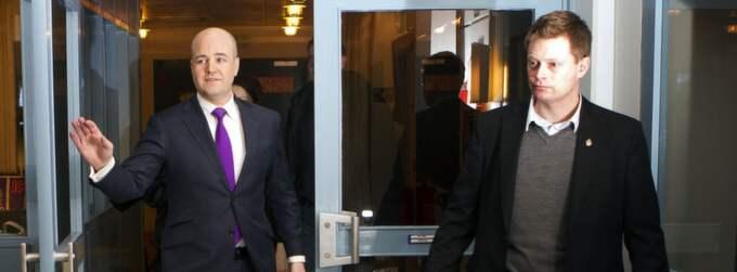 Mot väggen. Expressens reporter Ingvar Hedlund frågar ut statsministern. Foto: Roger Vikström Foto: Roger Vikström