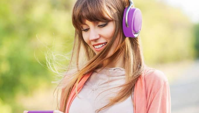 ANVÄNDARVÄNLIG. Sveriges Radio gör sitt material mer tillgängligt i mobilen. Foto: Colourbox