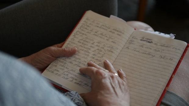 Mamma Josefine läser en av Toves dikter