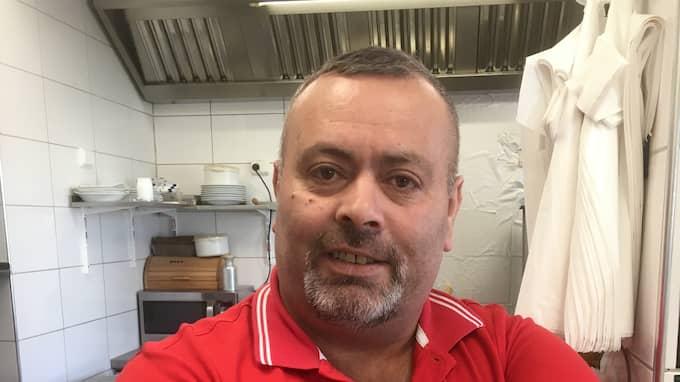 Nu varnar pizzabagaren Orhan Polat för risker med korten. Foto: Privat