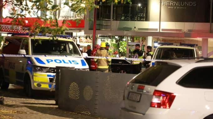 En 43-årig man greps på fredagseftermiddagen misstänkt för att ha placerat bomben i Liljeholmens centrum i onsdags kväll.