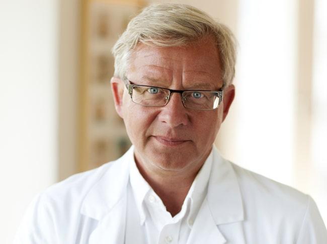 Misstänker man att någon har drabbats av stroke ska man genast ringa 112, säger professorn Jan Nilsson.
