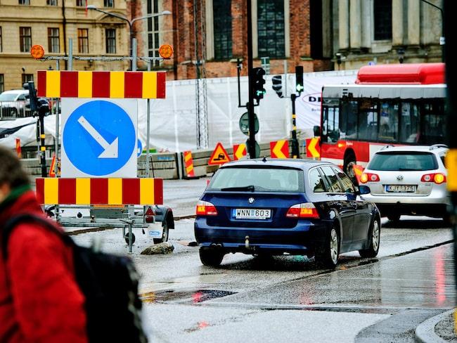 Stödet ska exempelvis kunna användas för att låta bilpendlare åka buss eller tåg gratis.