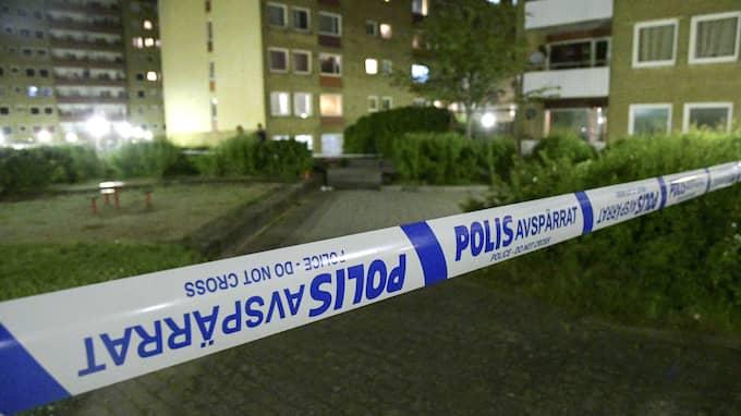 I juni sköt någon in i en lägenhet på Ramels väg på Rosengård i Malmö. Foto: TT