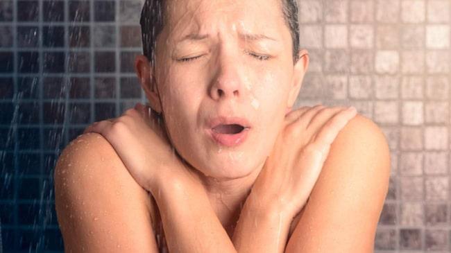 <span>Att behöva kliva ur en dusch kan många sky som pesten medan andra inte alls tycker att det är kallt att vandra naken i hemmet. </span>