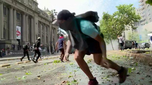 18 döda efter våldsamma protester i Chile