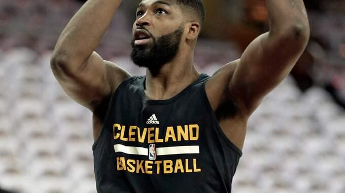 Tristan Thompson är en amerikansk basketstjärna. Foto: TONY DEJAK / AP TT NYHETSBYRÅN