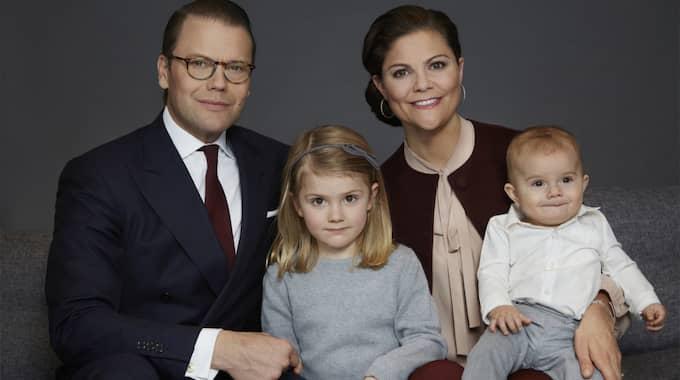 Hela familjen: Prins Daniel och kronprinsessan Victoria med barnen Estelle och Oscar. Foto: / Kungahuset.se