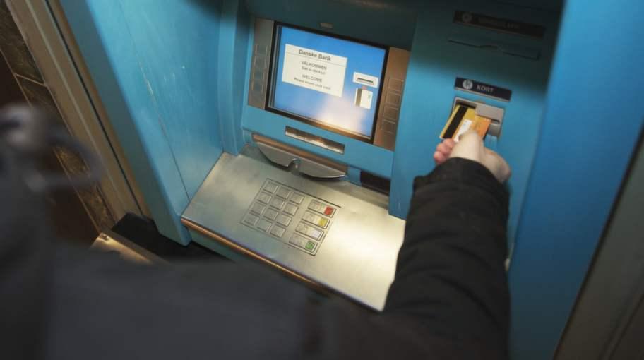 Politiker stal pengar i bankomatko