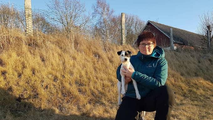 Fredrika Jonasson med sin hund Chi, en Parson russel terrier. Foto: Privat