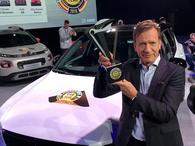 En nöjd Håkan Samuelsson kunde som första Volvo-vd någonsin lyfta Car of the Year-bucklan.