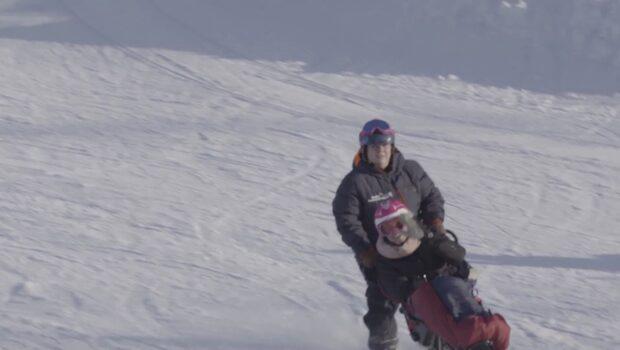 """Anna Holmlunds otroliga framsteg: """"Längtar till jag kan åka skidor själv"""""""
