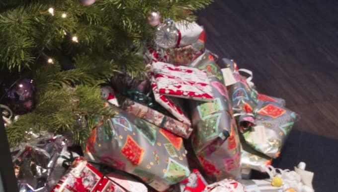 36-åringen var inte speciellt nöjd med julklappen han fick av sin mamma. Han ringde helt enkelt polisen och anmälde henne, dock oklart varför... Foto: Ulf Ryd