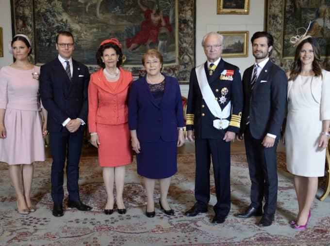 Här tar kungafamiljen emot Chiles president Michelle Bachelet. Foto: Jessica Gow/Tt / TT NYHETSBYRÅN