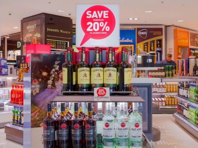 Från länder utanför EU får du ta med 16 liter öl, 4 liter vin samt 1 liter spritdryck eller 2 liter starkvin (inklusive mousserande vin) hem.