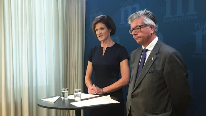 Moderaternas partiledare Anna Kinberg Batra (M) och försvarspolitiske talespersonen Hans Wallmark höll på morgonen pressträff om försvaret. Foto: SUSANNA PERSSON ÖSTE/TT / TT NYHETSBYRÅN