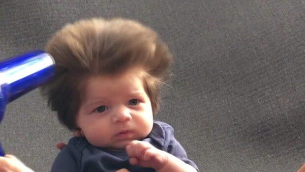 Hans hår får människor att stanna på gatan