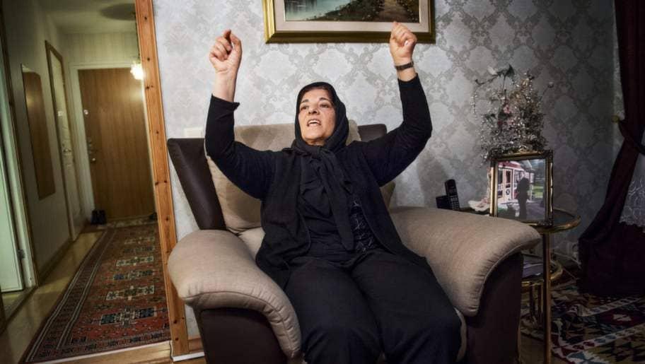 """""""Det tog inte några minuter ens, utan alla sköt mot honom väldigt snabbt"""", säger Elif Sahindal om när hon såg polisen skjuta sonen Mesut. Foto: Jens L'Estrade"""