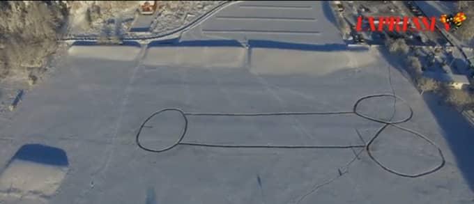 Efter att den första snösnoppen borstats bort skapades en enorm kopia på Askimsviken.