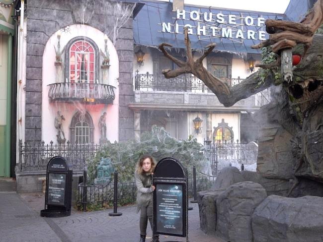 Och en galen doktor har tagit en tjej till fånga i House of Even Worse Nightmares.