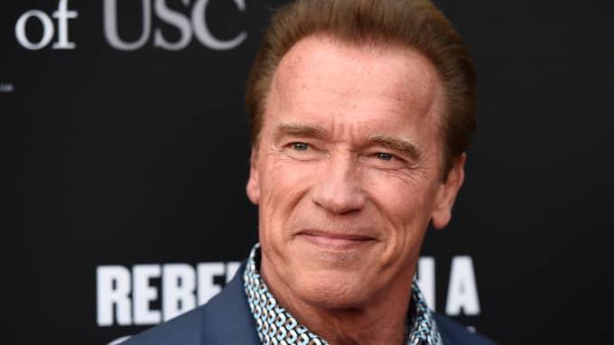 Arnold Schwarzenegger tycker allt som görs eller drivs av fossila bränslen ska ha varningstexter. Foto: CHRIS PIZZELLO / AP TT NYHETSBYRÅN