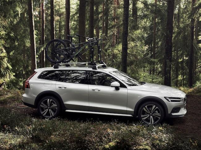 Volvo V60 är med och tävlar. Här ser vi bilen i Cross Country-version.
