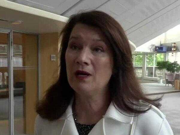 Ministern om svenska coronaläget: Tydliga tecken att vi är på väg neråt