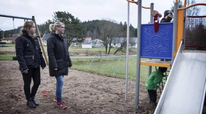 Sandra Börjesson och Sussie Pettersson barn fick munnarna tejpade av förskolepedagogen. Foto: Anders Ylander