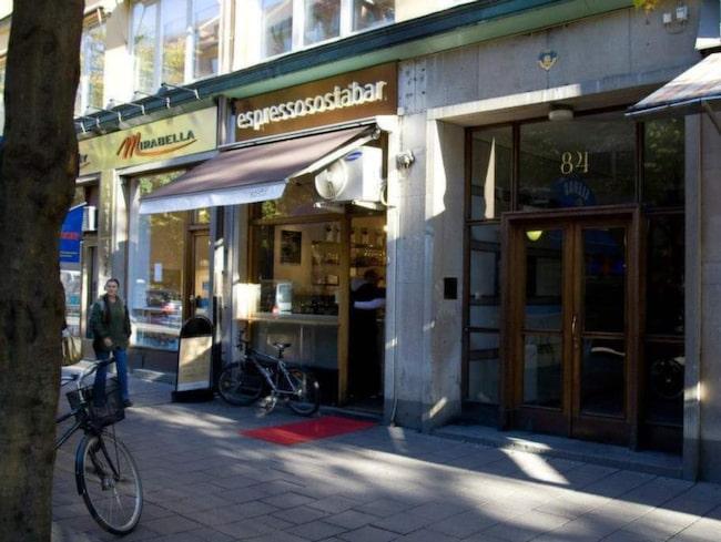 """Espresso Sosta Bar på Sveavägen nyper förstaplatsen.""""Little Italy i Stockholm""""."""
