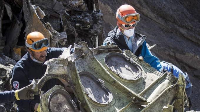 Kraschen var så våldsam att stora delar av flight 4U9525 fullständigt demolerades men några större delar har nu bärgats av franska myndigheter. Foto: Handout