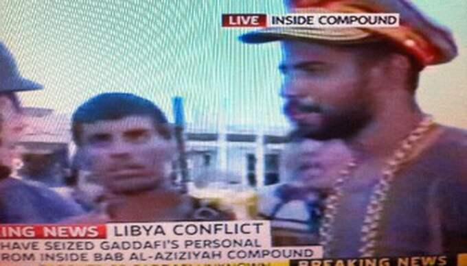 En man tog sig hela vägen in i diktatorns sovrum och stals hans hatt. Foto: Sky News