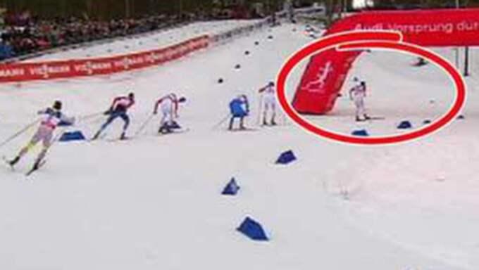 Situationen där Johanna Ojala först tyckte att Northug skejtade för länge. Foto: Eurosport