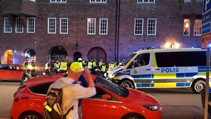 Flera personer greps av polis efter bråket som utspelade sig efter matchen mellan IFK och AIK Foto: LÄSARBILD