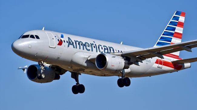 Det var med det amerikanska flygbolaget American Airlines som kvinnan reste med.