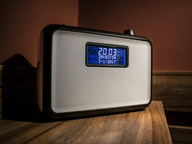 Blir du stressad när du tittar på klockan och inte kan somna? Alarmklocka är bra, du ska inte ha mobilen i sovrummet. Men vänd på klockan så du inte blir störd av de lysande sifforna.