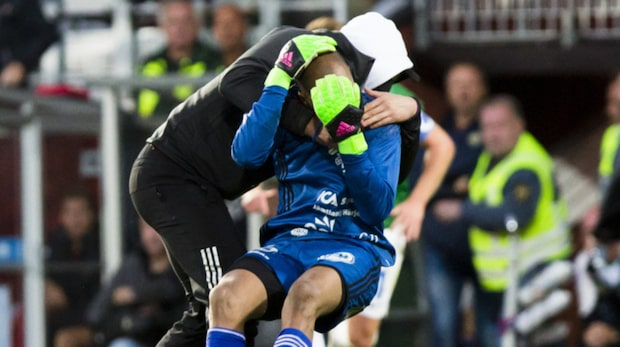 Här attackeras Östersunds målvakt