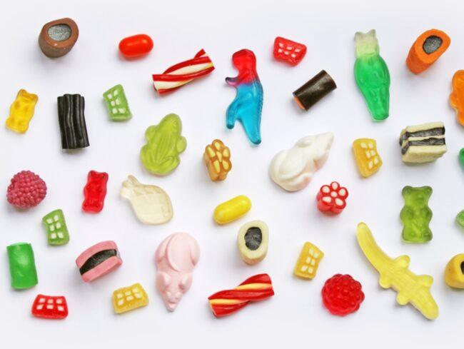 Det är lätt att falla för en chokladbit eller en näve smågodis – trots att de allra flesta vet att för mycket socker varken är bra för hälsan eller midjemåttet.