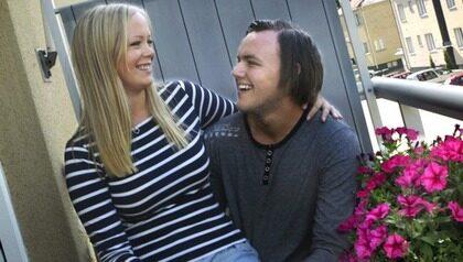 Stabil grannkärlek. Isabella Andersson, 24, och Tim Jansson, 22, bodde vägg i vägg i Östhammar. De blev ett par och ett halvår senare flyttade de ihop.