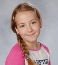 Ebba Åkerlund, 11, dog i terrorattentatet på Drottninggatan för snart ett år sedan. Sorgen och saknades som hennes familj och vänner känner är fortfarande enorm. Foto: PRIVAT / PRIVAT