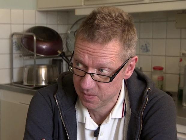 Magnus, 53, får bidrag från sina söner och pensionerade föräldrar