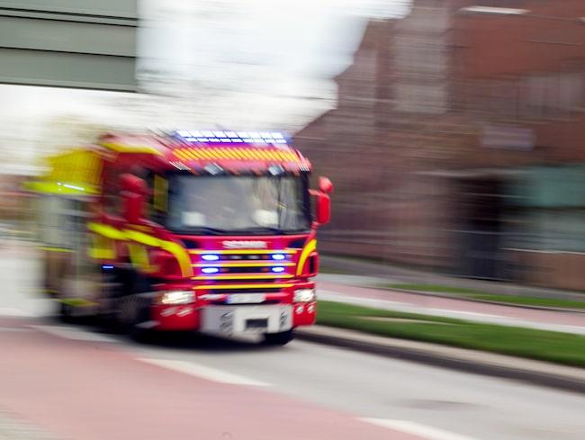 Brandbil på vägen – då gäller det att veta vad man ska göra.