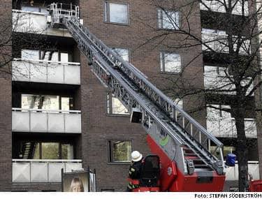 KOM FÖR SENT. När räddningstjänsten kom till Monica Zetterlunds lägenhet var hon redan död. Det tog inte mer än 20 minuter, från det att Monica slog larm tills branden var släckt. Men det var ändå för länge. BILDSPECIAL: Så minns vi Monica Z.