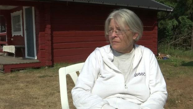 """Catrin tvingades evakuera på tio minuter: """"Hela byn är avspärrad"""""""