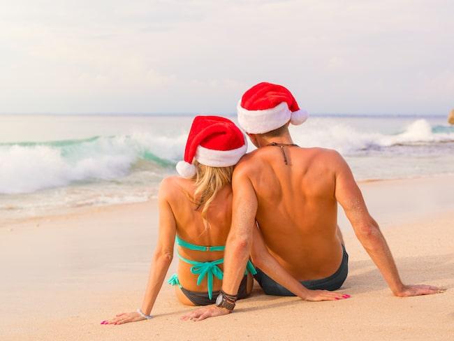 Den främsta anledningen är för att slippa julstressen, men också för att få sol och bad och byta miljö under julen.