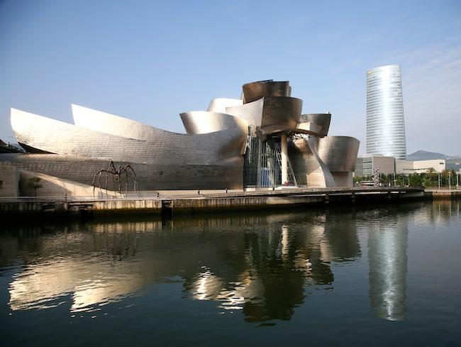 Hamnstaden Bilbaos mest kända byggnad är Guggenheimmuseet.