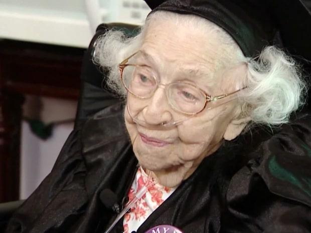 105-åringens dröm blev sann - gick ut high shool