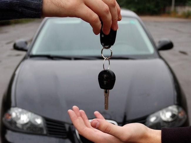 När du säljer bilen – skriv aldrig över den innan betalningen skett och du ser pengarna på ditt konto.