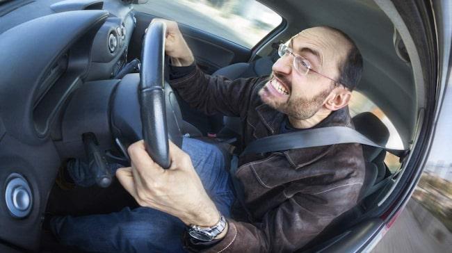 Både för fort och för långsamt skapar irritation på vägarna.