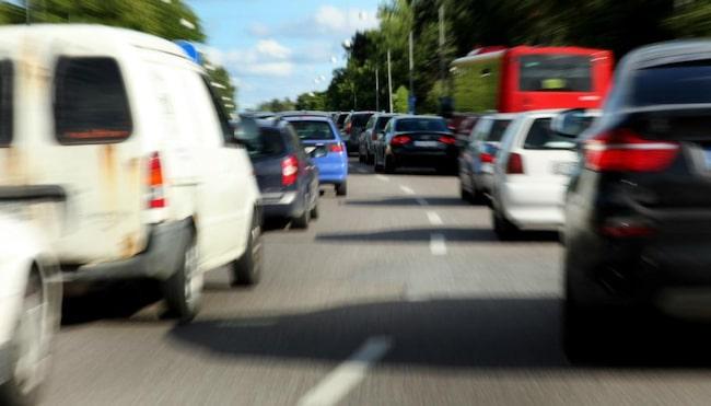 SVART TRAFIKHELG. I genomsnitt omkommer omkring sju personer i påsktrafiken. hundratals skadas.